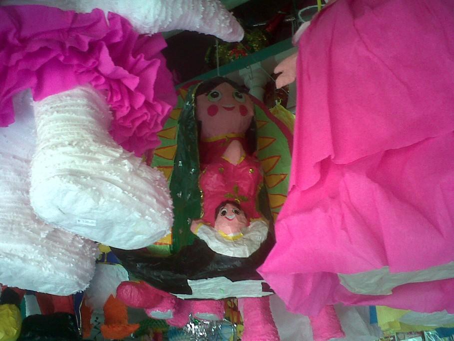 Llaman meridanos sacrilegio romper una piñata de la Virgen de Guadalupe