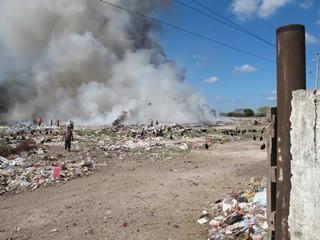 Fuego consume un basurero completo en Tizimín