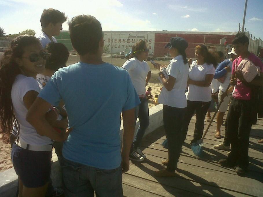 \r\nAlumnos del CECYTEY módulo Progreso limpian las playas