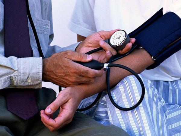 Si padece de hipotensión consulte con su médico para descartar complicaciones: aconseja experto del IMSS