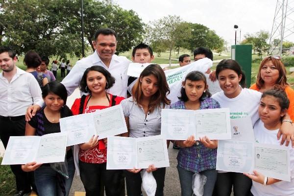 Rezago educativo y analfabetismo no tiene cabida en Yucatán: RZB