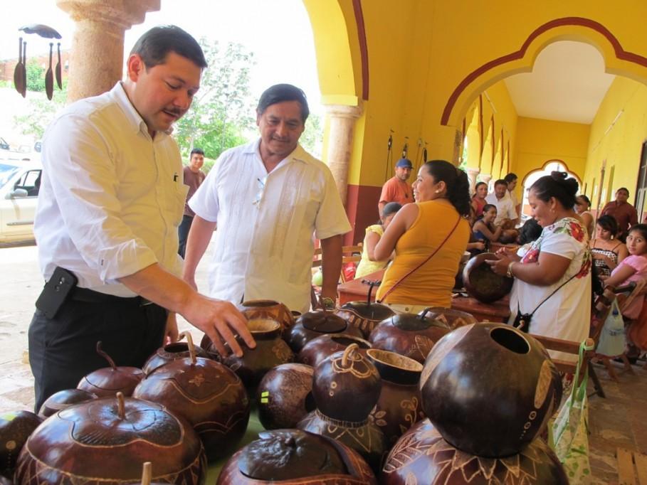 Imparten curso de artesanías en Santa Elena
