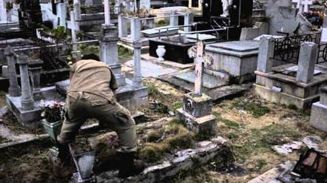 Sepulturero un trabajo que merece respeto... por los muertos