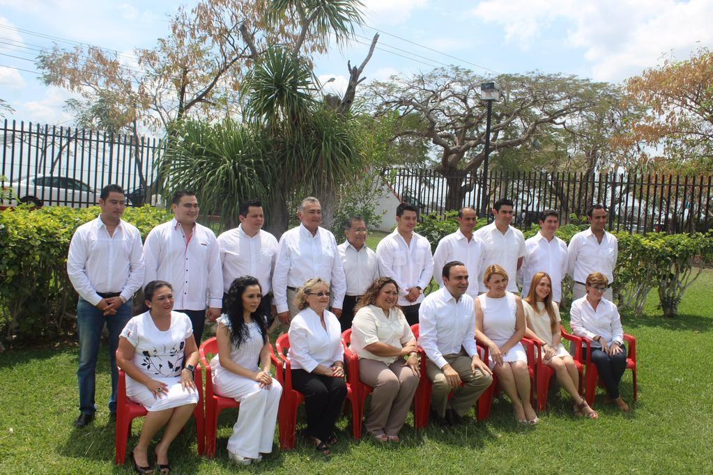El Partido Revolucionario Institucional registra a sus candidatos ante el Instituto Electoral y de Participación Ciudadana de Yucatán (IEPAC).