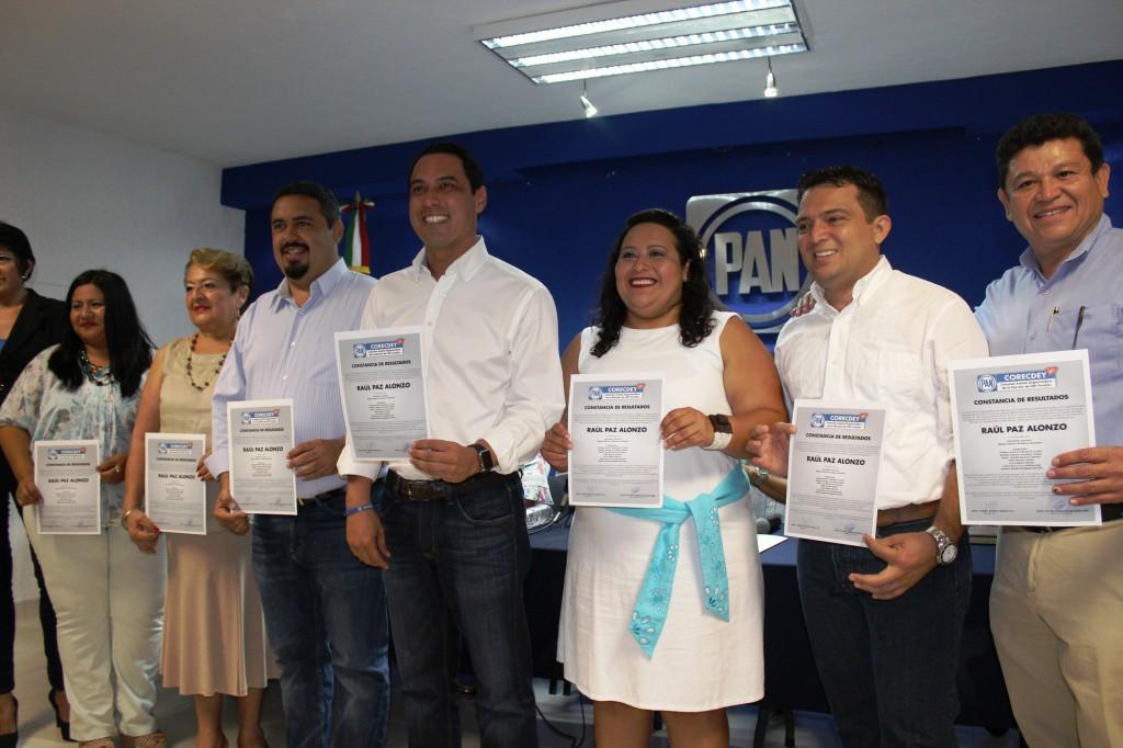 Entregan acta de mayoría a Raúl Paz