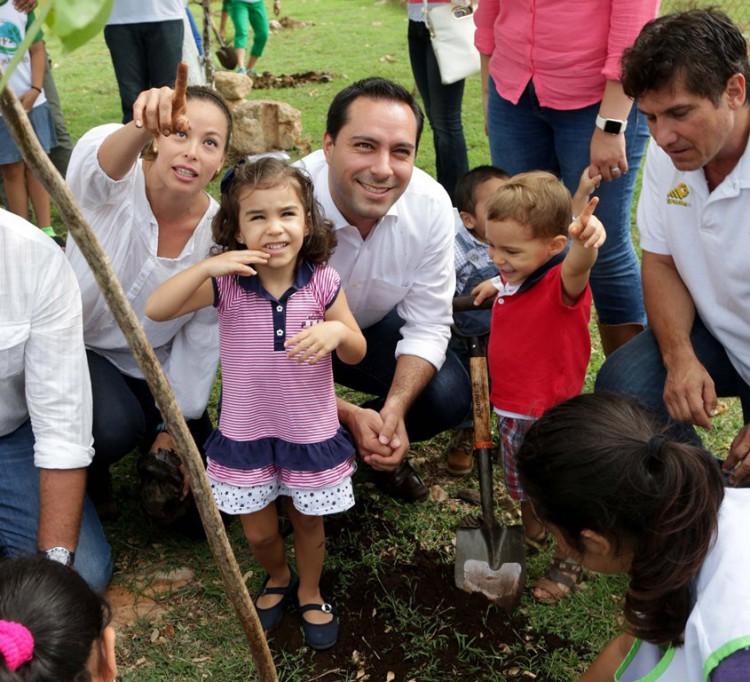 Plantan más de 10 mil árboles en Mérida