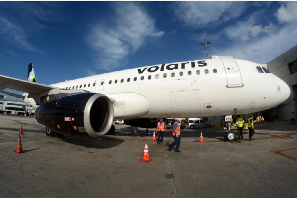 Empleados de aerolínea apoyan en rescate