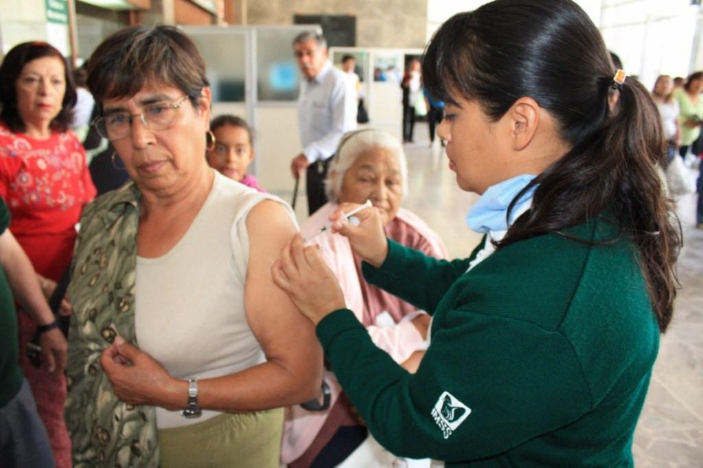 Aumentan consultas por influenza durante el invierno: IMSS