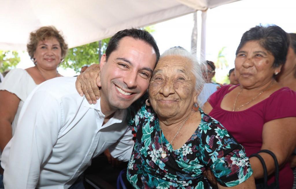 Mauricio Vila calificado positivamente por yucatecos