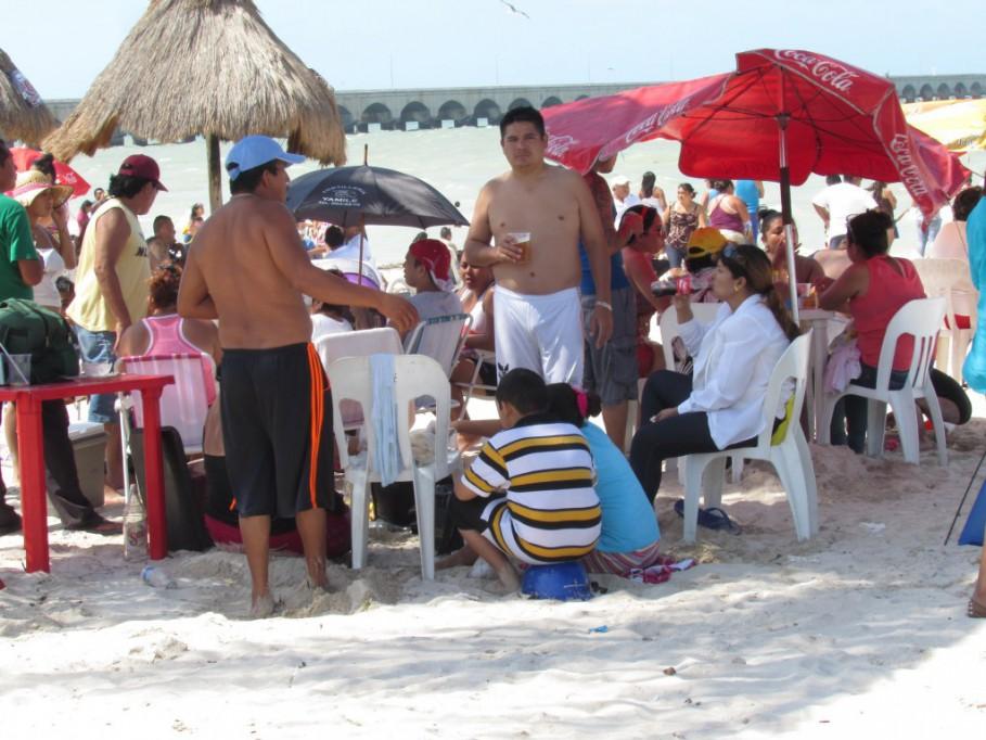 Piden a vacacionista conservar las playas limpias