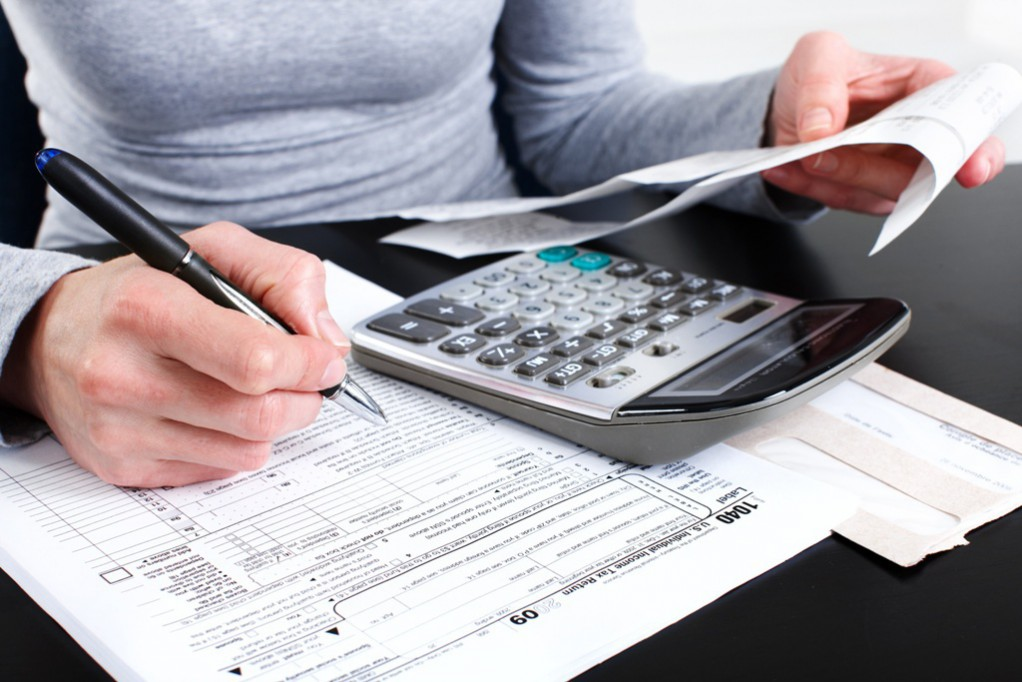 Asesoran a contribuyentes con problemas fiscales