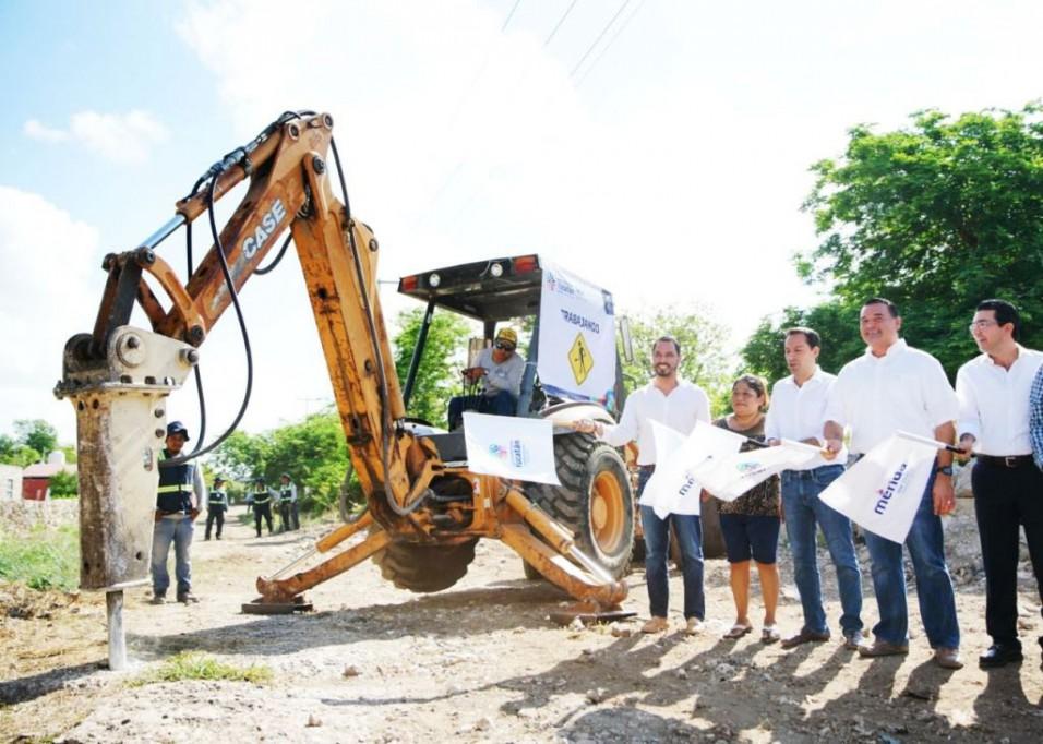 Avanza construcción de calles en Mérida