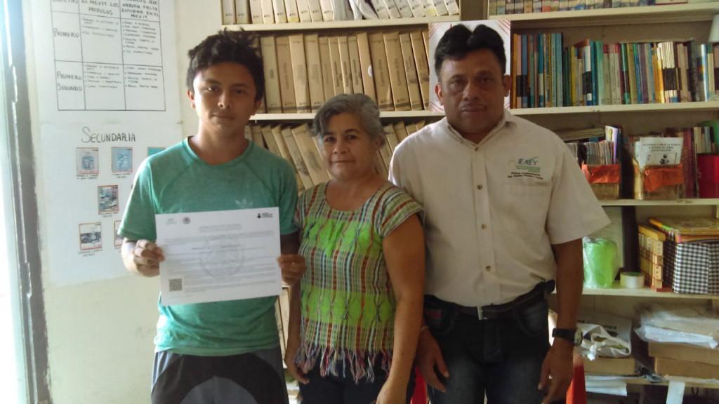 Combaten rezago educativo y analfabetismo en Tizimín