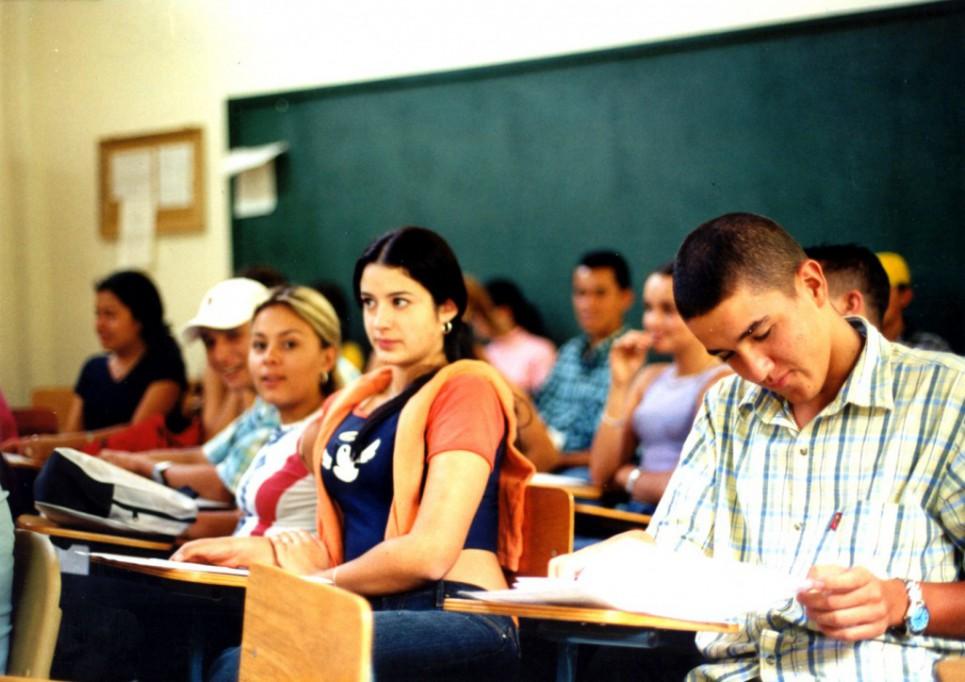 Abre convocatoria de becas para escuelas particulares