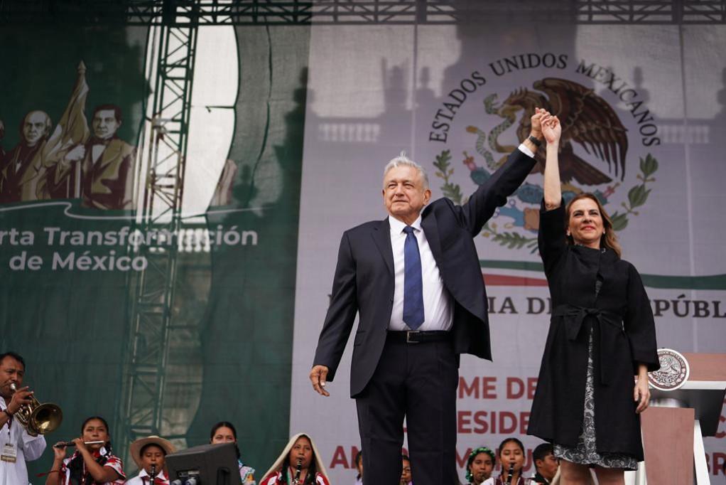 Andrés Manuel López Obrador y Beatriz Gutiérrez