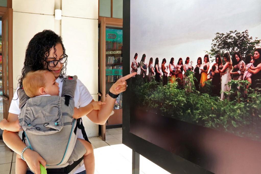 Inauguran exposición sobre Lactancia Materna
