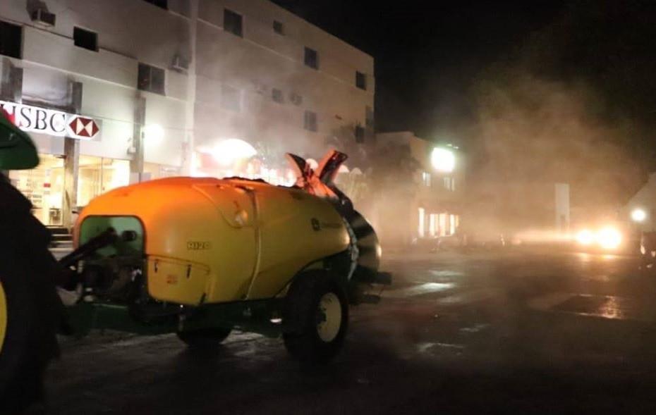 Sanitizan calles de Tizimín para combatir covid-19