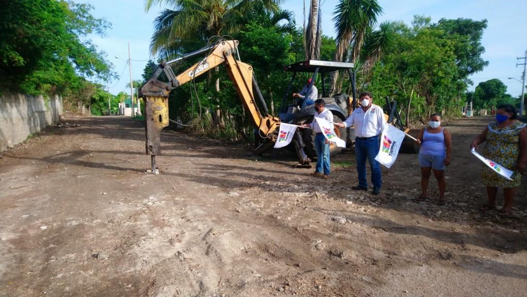 Pavimentan calles en Tizimín y sus comisarías
