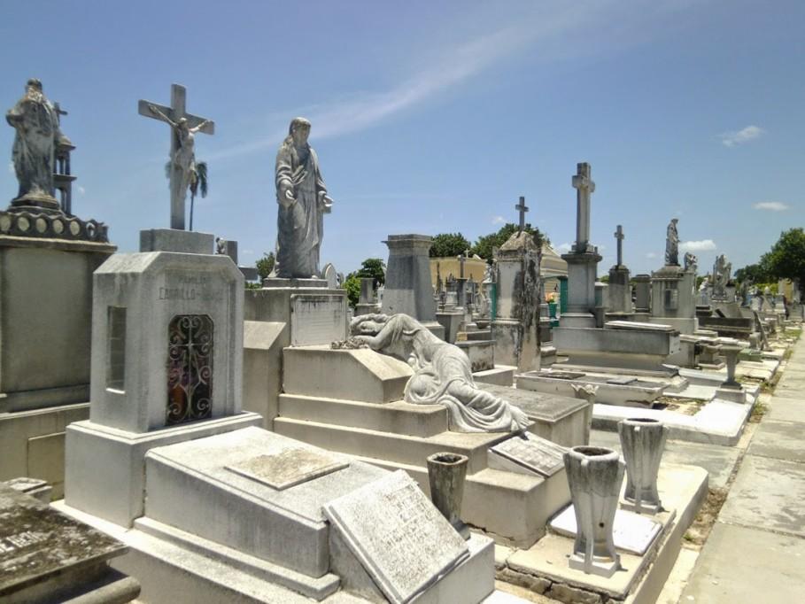 """Cementerios """"abrirán"""" en Día de Muertos pero con restricciones"""