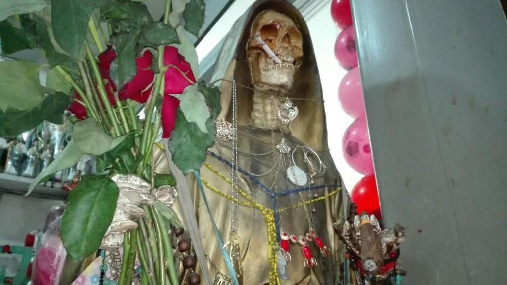 Celebran a la Santa Muerte en días de fieles difuntos