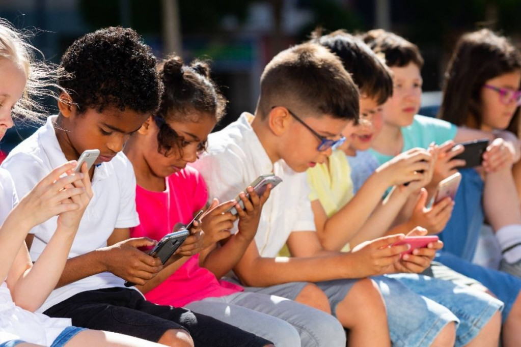 """Dispositivos móviles, la """"fábrica de cretinos digitales"""""""