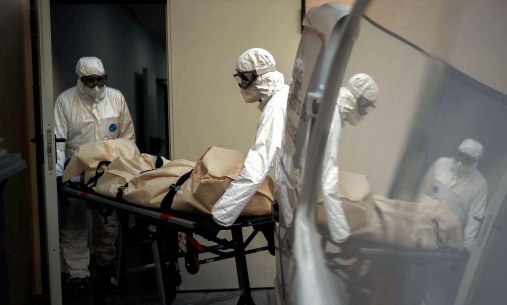 Empleados de funerarias piden vacunas anti Covid-19