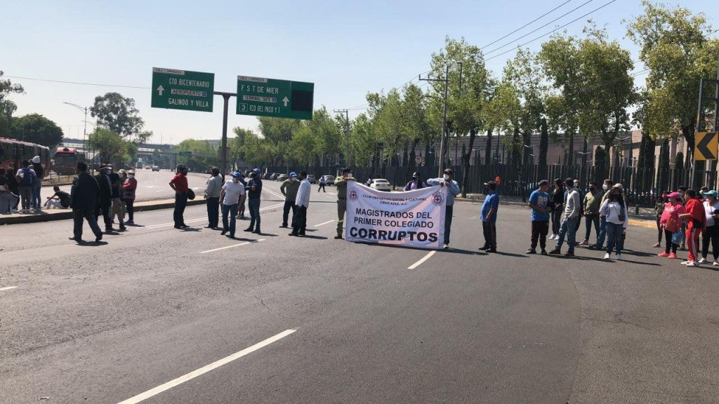 Protestan cooperativistas de La Cruz Azul