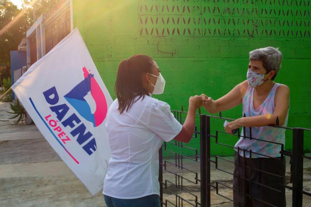 Dafne López recorre el VII Distrito
