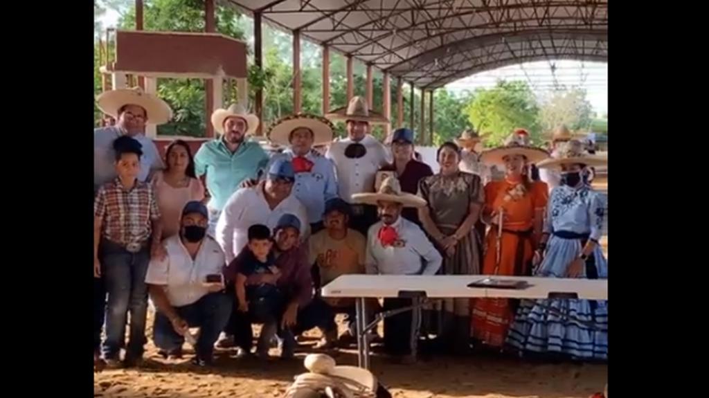 """Charros de """"El Rosarito"""" ganan campeonato de suertes"""