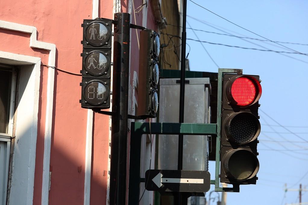 Confusión por los nuevos semáforos peatonales
