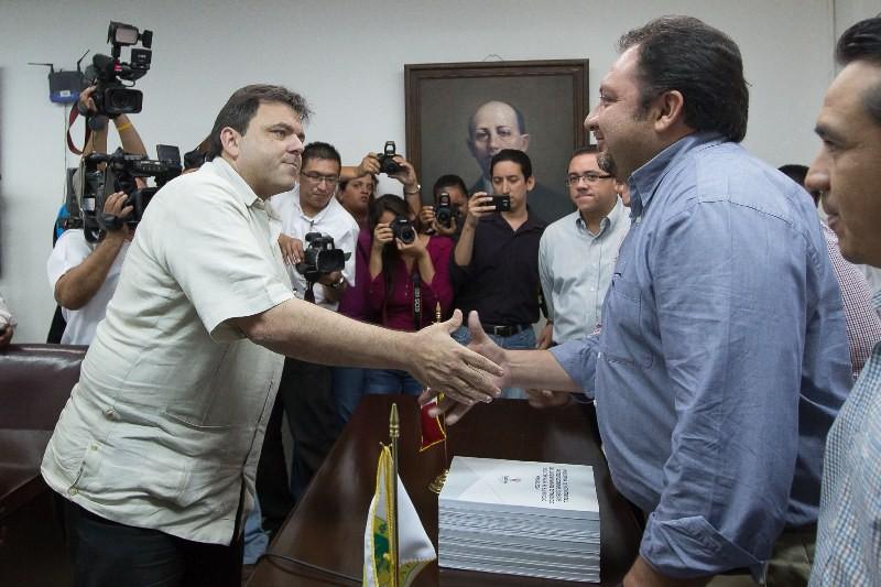 Presentan al congreso el proyecto de paquete fiscal 2014 del estado de Yucatán