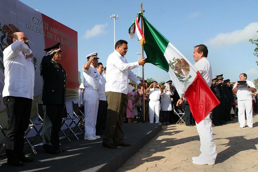 Gobernador encabeza ceremonia por el Día de la Bandera