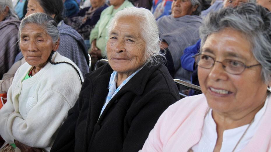 Faltan espacios para atención especializada a adultos mayores: Celia Rivas