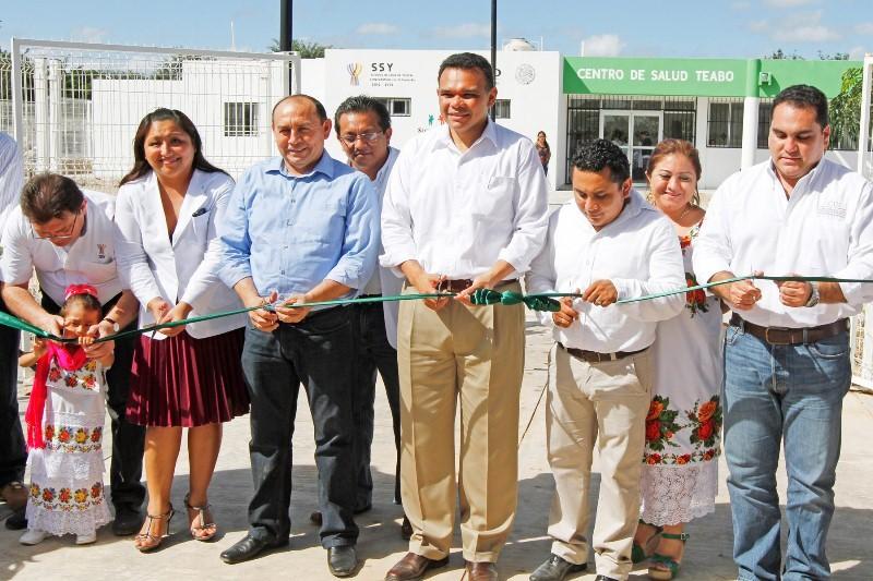 Inaugura el gobernador centro de salud en Teabo